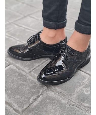 Derbies Vanessa noires vernies