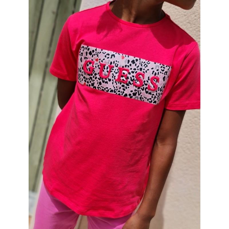 Tee-shirt manches courtes Guess Sanae fuchsia avec motif léopard