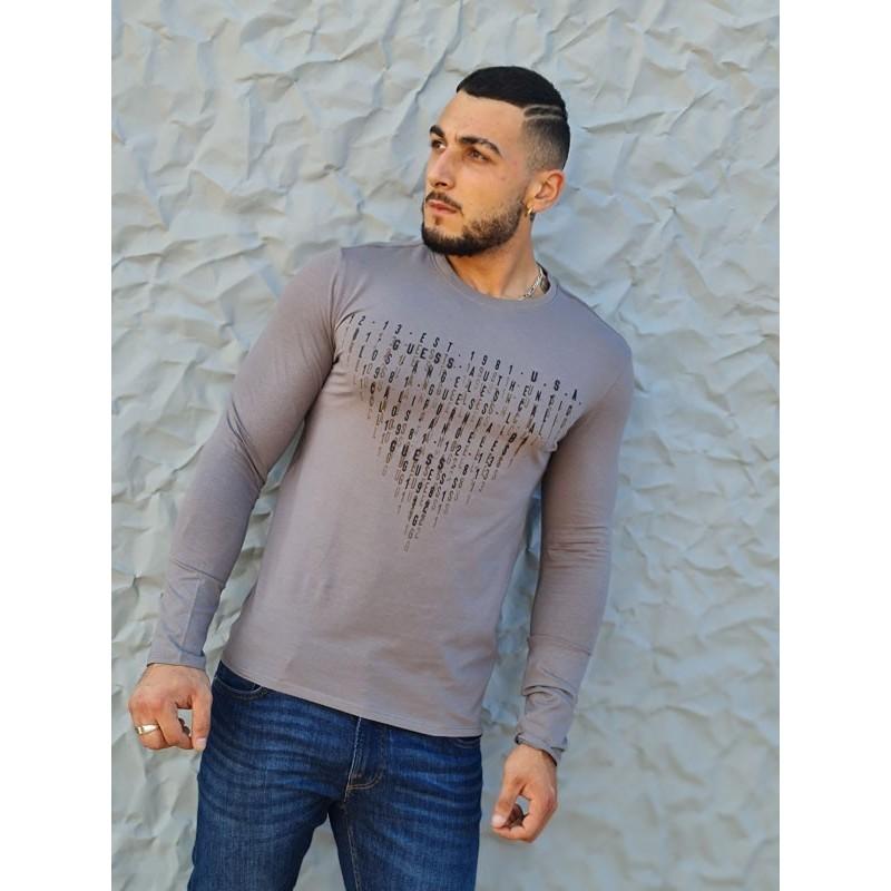 Tee-shirt manches longues Guess Samy gris avec col rond et inscriptions en relief