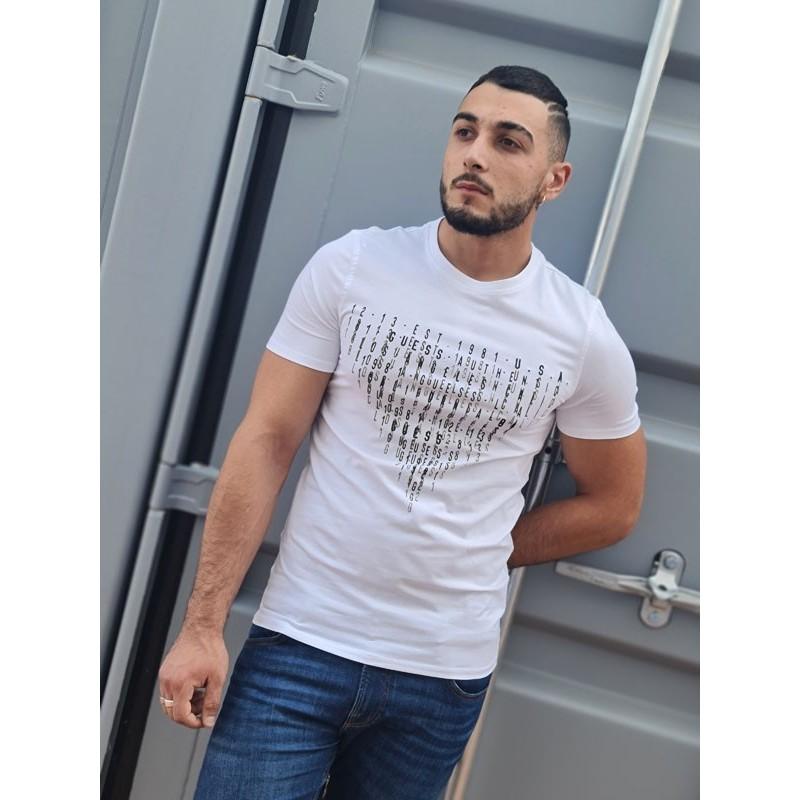 Tee-shirt manches courtes Guess Sully blanc avec col rond et inscriptions en relief