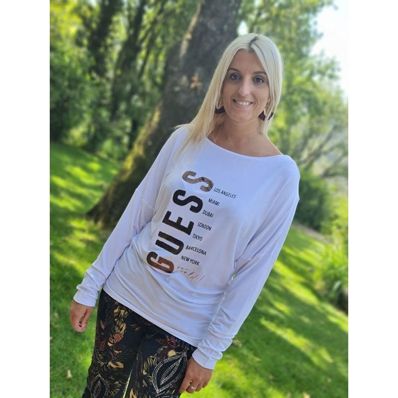 Tee-shirt long Guess Angele blanc avec manches longues chauve souris et col rond
