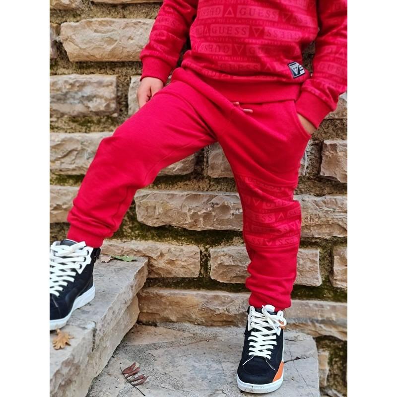 Jogging Guess Eddy rouge avec inscriptions Guess sur une jambe